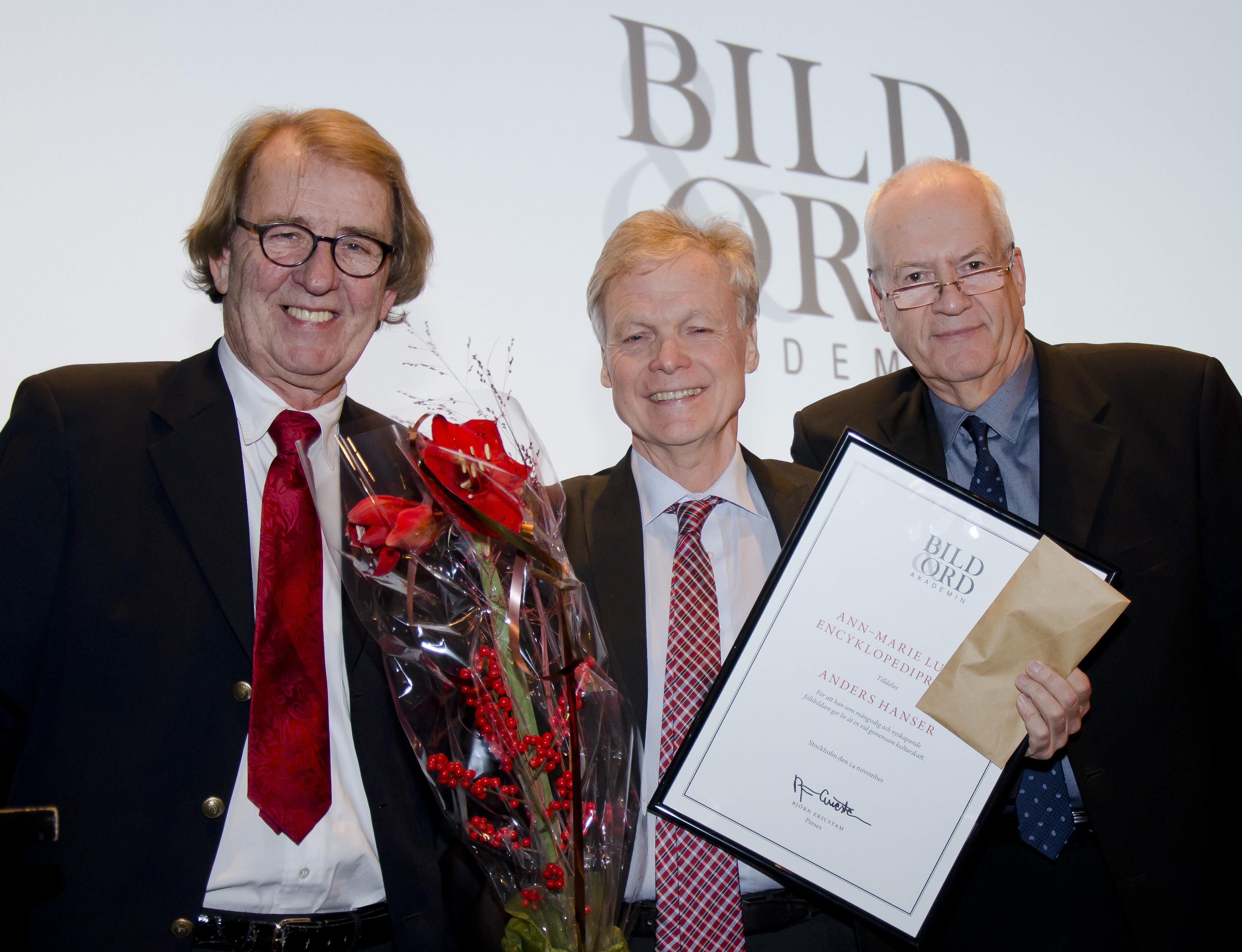 Anders Hanser omringad av BOAs preses Björn Ericstam och vice preses Bo Bergström.