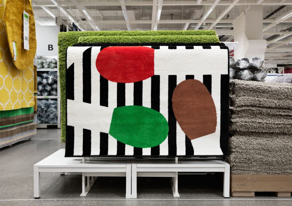 Olle Eksell var både en vän och en mentor. I år släpptes boken Olle Eksell – Javisst! och en serie produkter med hans illustrationer och mönster på Ikea. Nu jobbar byrån med nästa projekt för möbeljätten: En bok om Ingegerd Råman som släpps i början av nästa år. De gör också en K special om krukmakaren och glasformgivaren för Sveriges Television. Foto: Patrik Lindell.