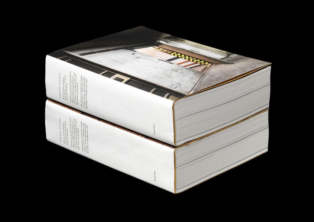 """Förra året släpptes boken Grafisk design: Henrik Nygren (Orosdi-Back). Då hade han jobbat i nästan exakt 25 år – och tanken var att visa allt, tillsammans med hans egna inspirationskällor. """"Att inte bara visa vad man har gjort, utan också hur man tänker"""", berättar han."""