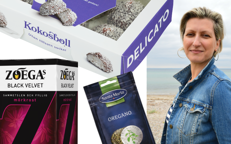 Danijela Ridic med exempel på några typer av produktförpackningar hon jobbat med flexotryck för. Porträtt: Marcus Petersson, Packmarknaden. Produkter: Pressbilder från respektive varumärke.