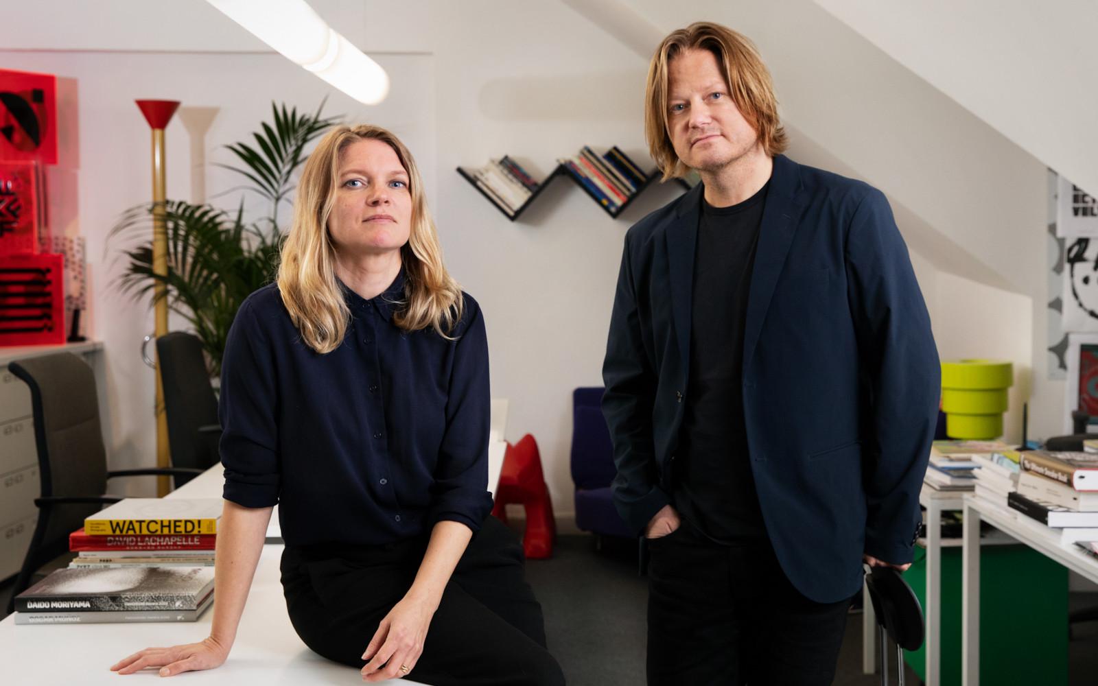 Ida Wessel och Jonas Banker i studion på Ferkens gränd 1 i Stockholm. Foto: Sanna Lindberg.